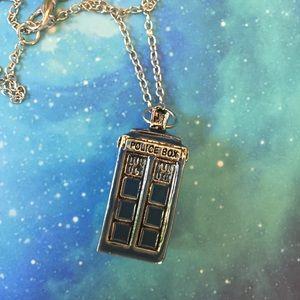 Dr Who TARDIS Pendant Necklace Enamel on Alloy